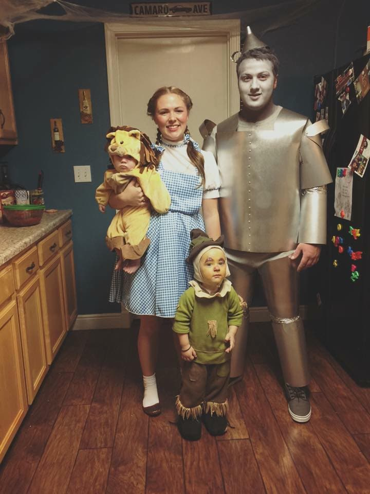 Wizard of Oz DIY family Halloween costumes
