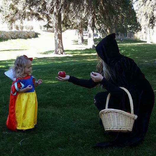 Snow White mommy and me Halloween costume