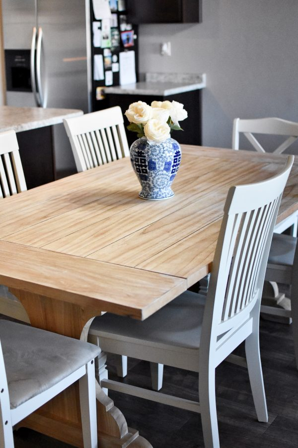 A Beginner\'s Guide To Refinishing A Table