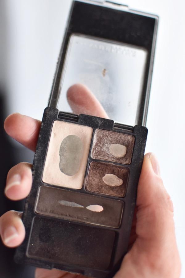 Maybelline eye shadow quad is the best smokey eye makeup!