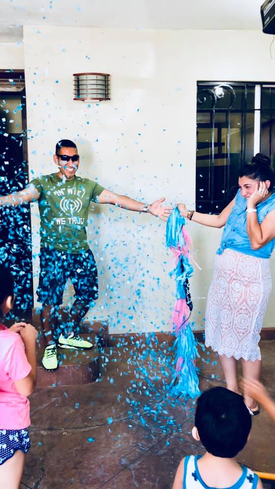 Family reveals baby's gender with confetti.