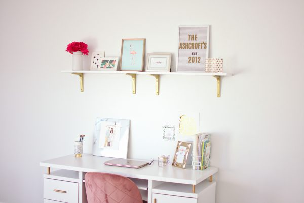 Feminine desk decor ideas for a modern house.