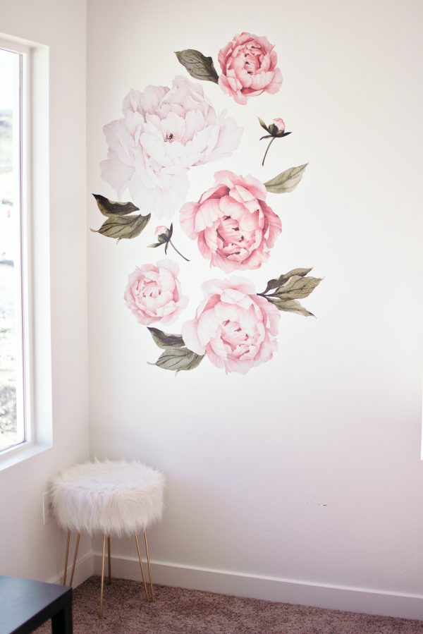 This beautiful floral decal wall is great modern home decor.