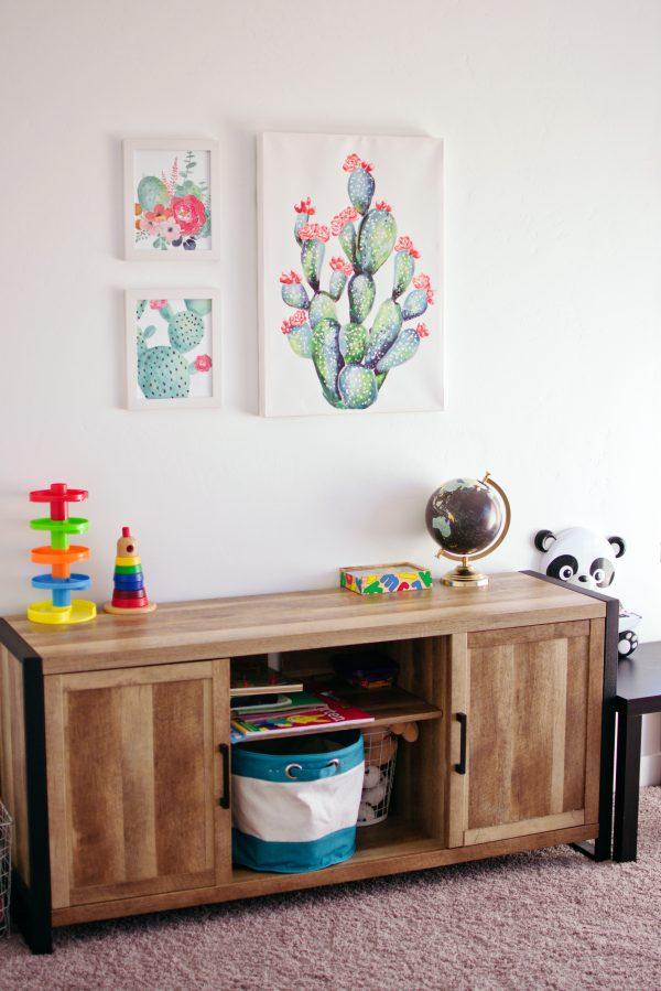Simple and colorful kids playroom decor