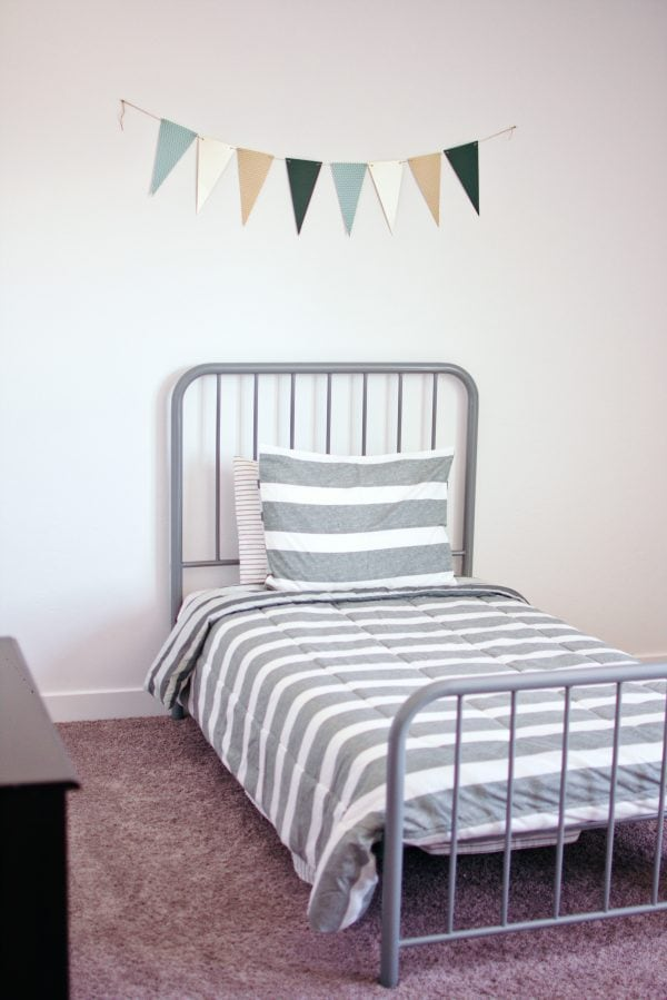 Hanging a pendant banner is an idea for a little boys bedroom.