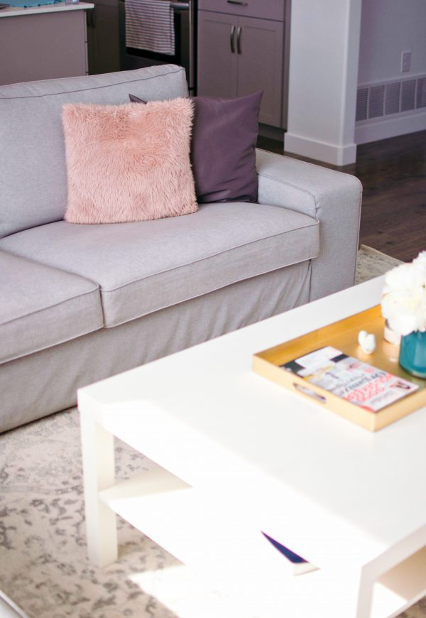 Gray, white, and pink, are romantic living room decor colors.
