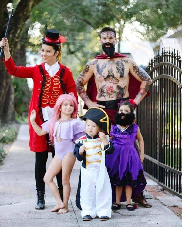 The Greatest Showman Family costume idea.