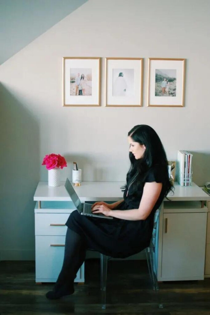 Woman searches for stay at home mom jobs on computer.
